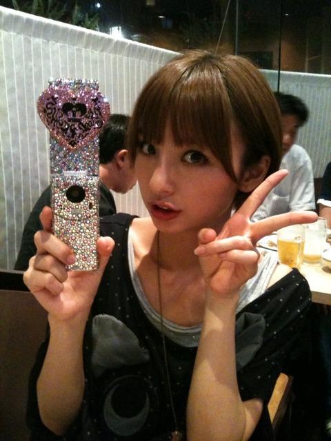 【AKB48/島崎遥香】麻里子様が天使ぱるるの寝顔を盗撮