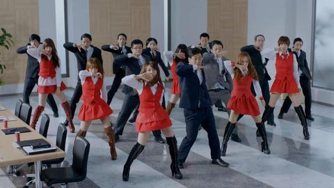【ニュース/動画】AKB48の大島優子・高橋みなみらがポンッと現れ、「UZA」を披露-WONDA新CM