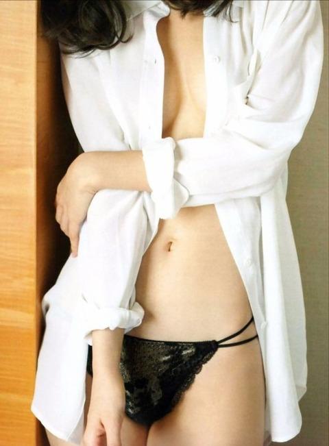 AKB柏木さんのノーブラガチ下着姿に(;´Д`) ハァハァ【AKB48/柏木由紀】