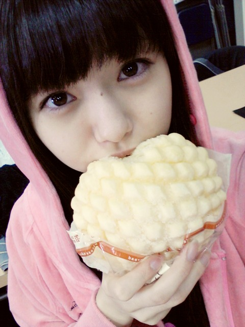 レモンがメロンパンを食べまくる!【市川美織/AKB48】
