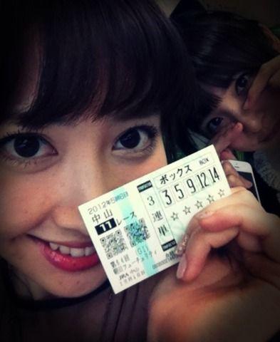 小嶋さん「馬の名前とゼッケンの色だけで当てる!」競馬にハマり出したのはいつ?【AKB48/小嶋陽菜】