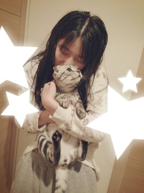 ゆいはんのパンツが綺麗な猫によって公開される!!!!【AKB48/横山由依】