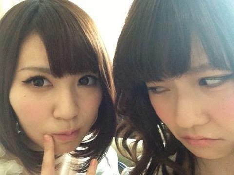 ぱるる&あやりん、ガーリー服でキュートなマネキンに変身! 【島崎遥香&菊地あやか/AKB48】