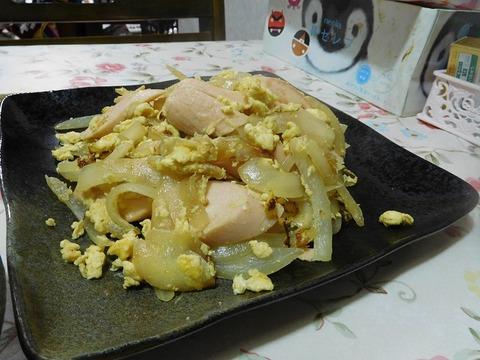 魚肉ソーセージと玉ねぎの卵とじ