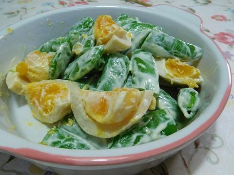スナップエンドウと煮卵サラダ