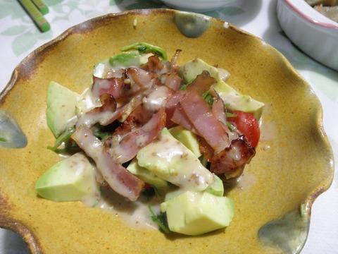 カリカリベーコンとアボガドのサラダ