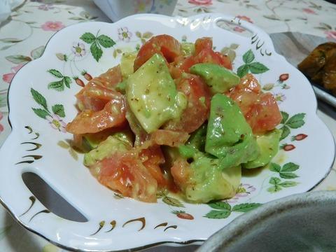 アボガドとトマトのサラダ