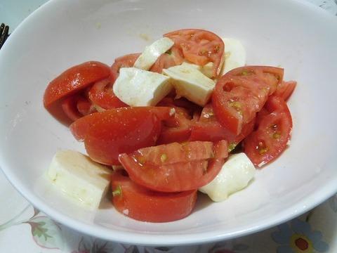 トマトとモッツァレラ チーズのサラダ