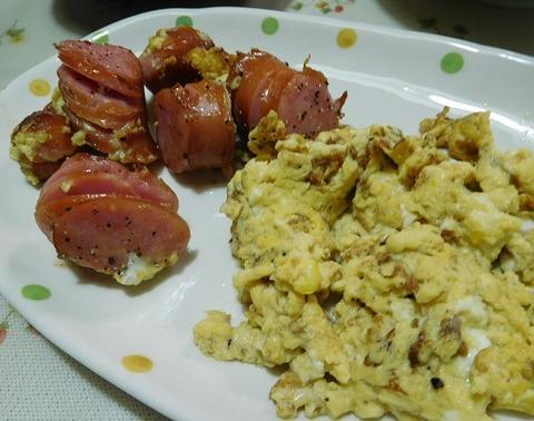 フランクフルトと炒り卵