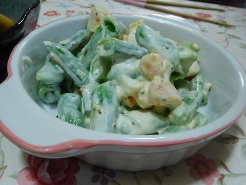 スナップエンドウと煮卵のサラダ