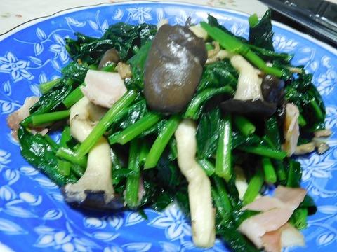 平茸とほうれん草のベーコン炒め