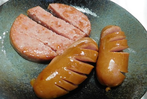 ハム&フランクフルト炒め