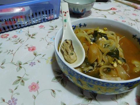 牡蛎入りキムチスープ