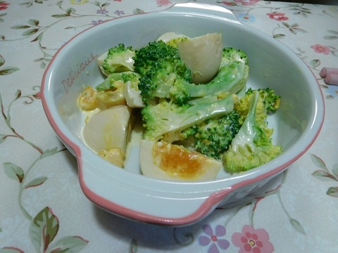 煮卵とブロッコリー和え
