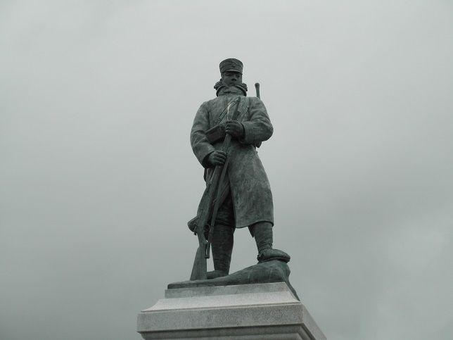 雪中行軍記念像