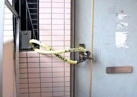 介護事業所が施錠していた玄関(神戸市提供)