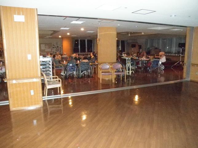 27日18:00頃の緑風園ホール