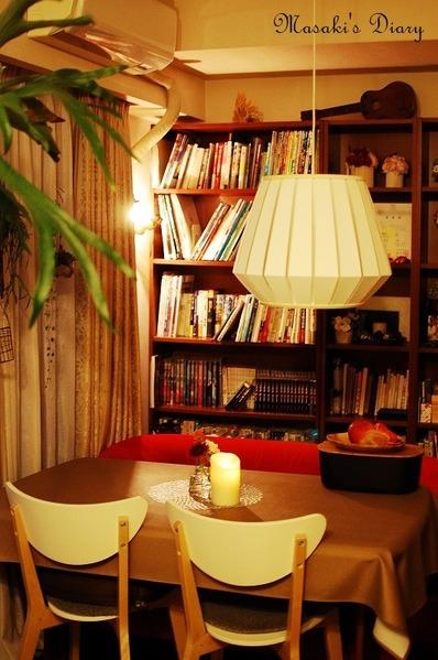 IKEAの家具を使ったダイニングのインテリア(夜ライトのテーブル)