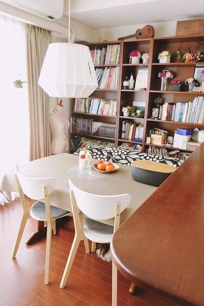 IKEAの家具を使ったダイニングのインテリア(カウンター寄り)