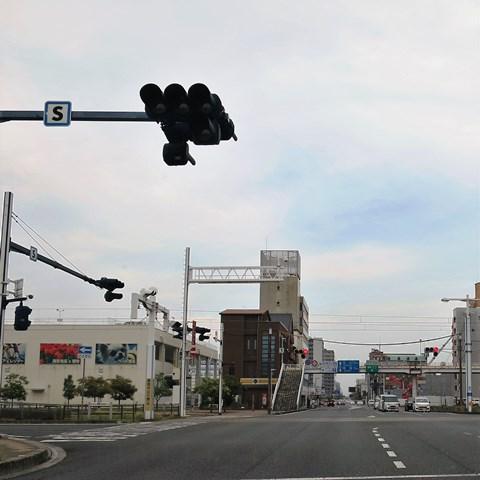 南御座の老麺館2番が愛宕山へ引っ越すんだって