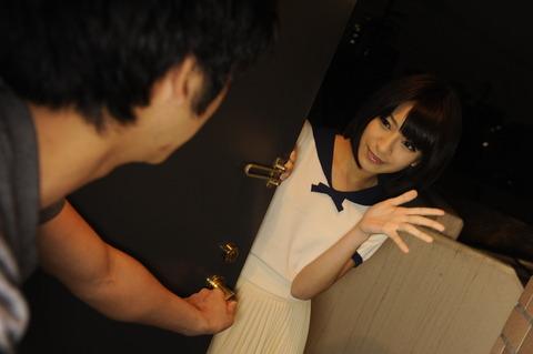 人気AV女優 成宮ルリのエロ画像