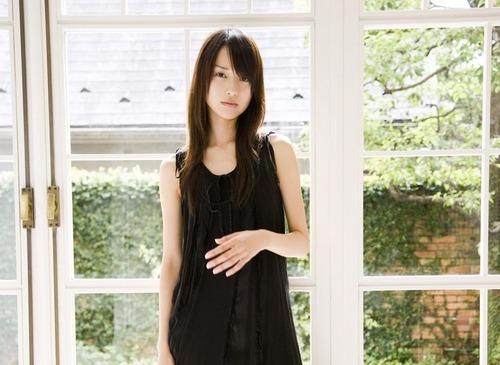Erika Toda 25