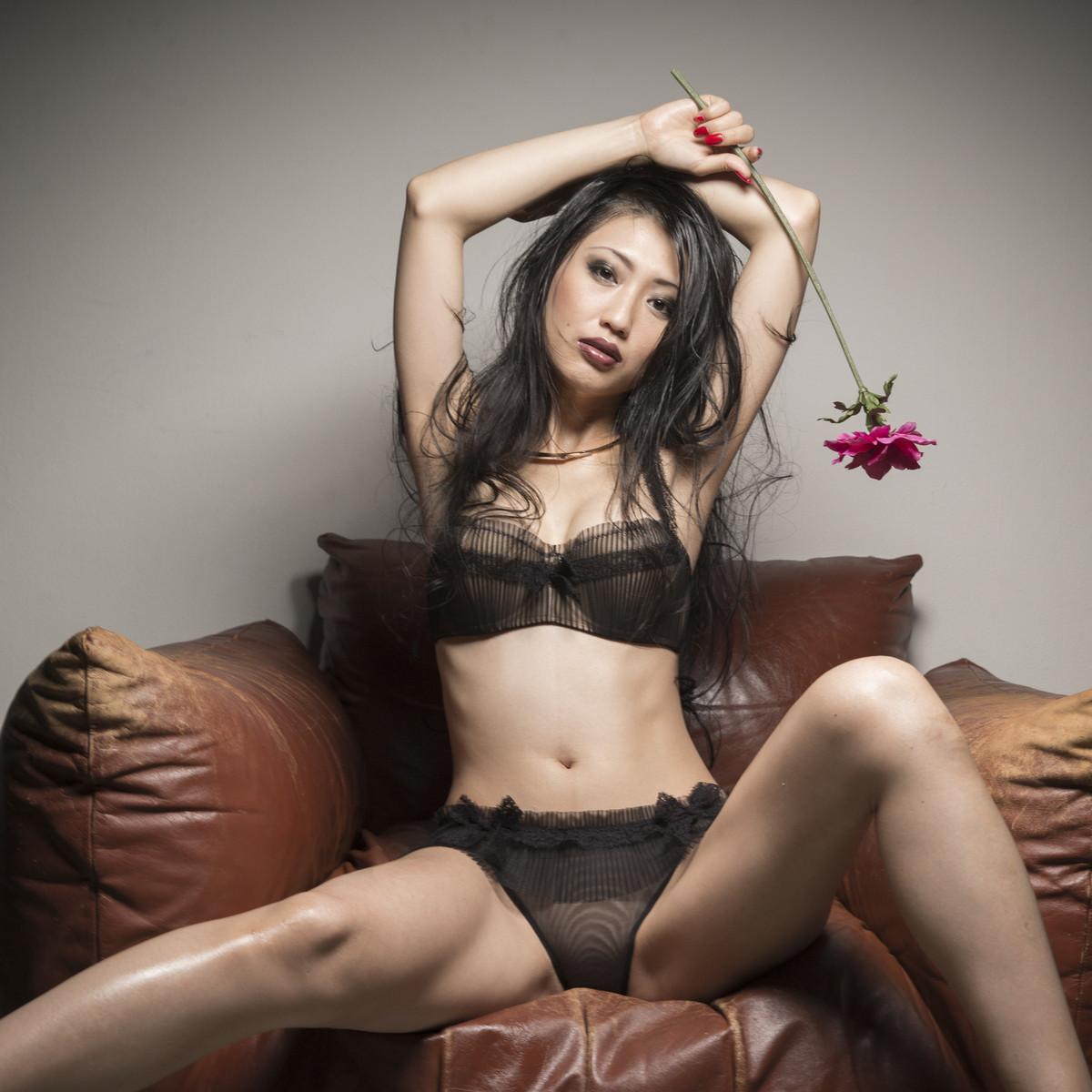 壇蜜 Mitsu Dan Sexy Images 3
