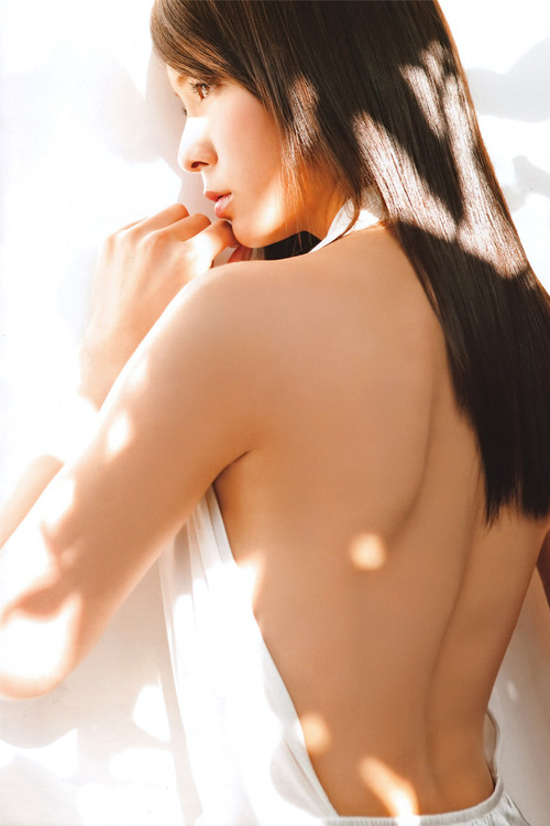 Sayaka Akimoto  24