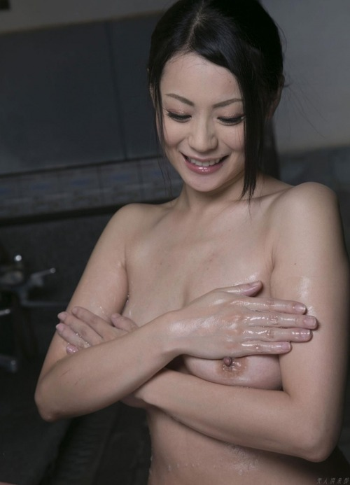Nana Aida-112