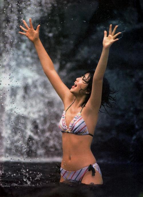 水の中の菊池桃子