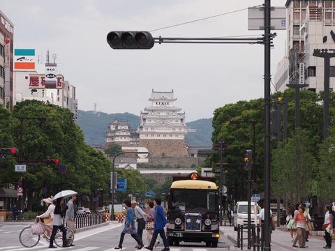 平成の大修理を終えた真っ白な「姫路城」と姫路市民のソウルフード「えきそば」