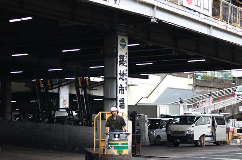場内唯一の江戸前天ぷら店で天丼を 東京・築地場内の「天房」