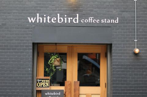 都会の中の落ち着くおしゃれ空間 大阪・梅田の「white bird coffee stand」