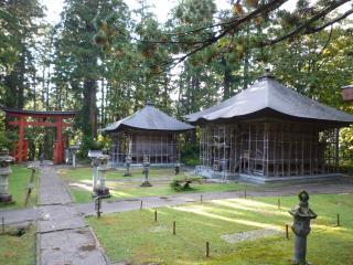 pict-羽黒山・蜂子神社と厳島神社(向こう側)