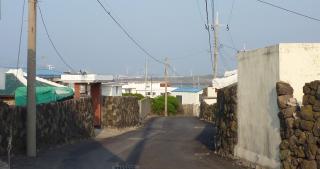 pict-P1030426村の道と風車