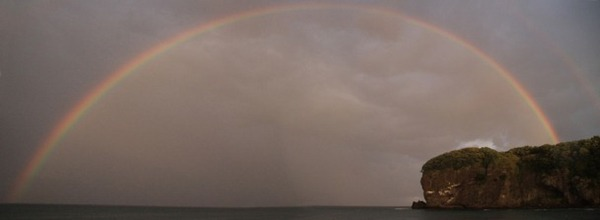海上の虹(2枚合成)