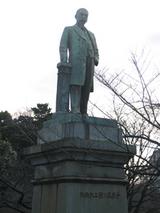 品川彌二郎像
