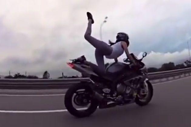 【エンタメ画像】【訃報】Instagramで人気を集めた「最も官能的なライダー」が事故で亡くなる(画像あり)
