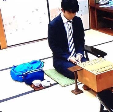 【エンタメ画像】【悲報】藤井四段、女子中学生なのに1諭吉越えのリュックを使う!(画像あり)