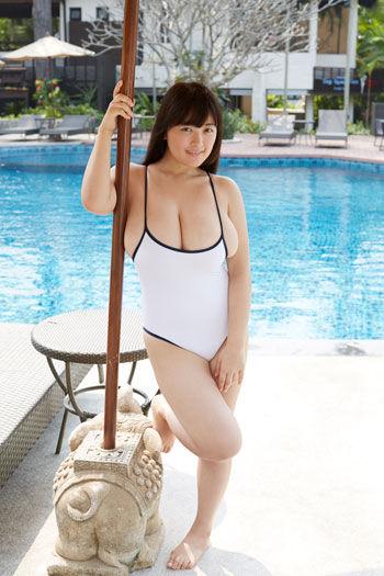 柳瀬早紀さんの水着