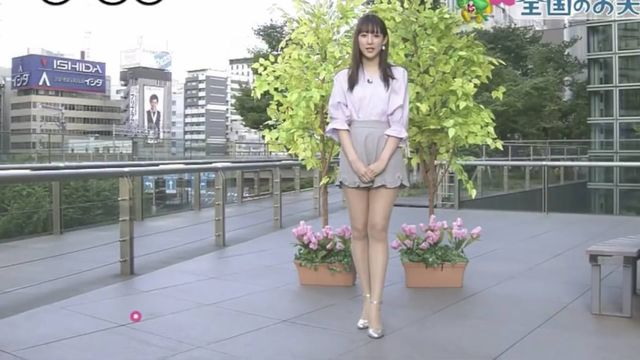 【エンタメ画像】気象予報士さん、ユニフォーム今時ギャル並のミニスカを履いてしまう!!!!!!!!!!(画像あり)