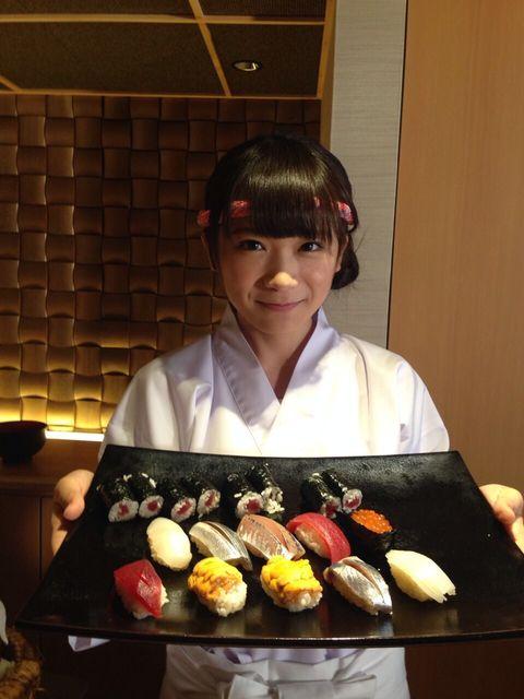 【エンタメ画像】【悲報】女が板前の寿司屋が登場 お前ら食えるんか★?