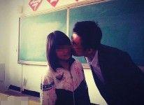 【画像あり】 複数のJKと男性教師のキス写真が流出して物議!!!!!
