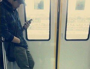 【悲報】嵐・二宮和也が電車で目撃されたと話題に オーラなさすぎワロタwwwww(画像あり)