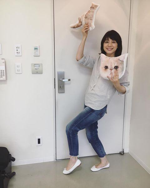 【エンタメ画像】【画像】石田ゆり子さん、47歳にもなって猫グッズにハマってしまう♪♪♪♪♪