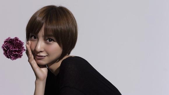 篠田麻里子