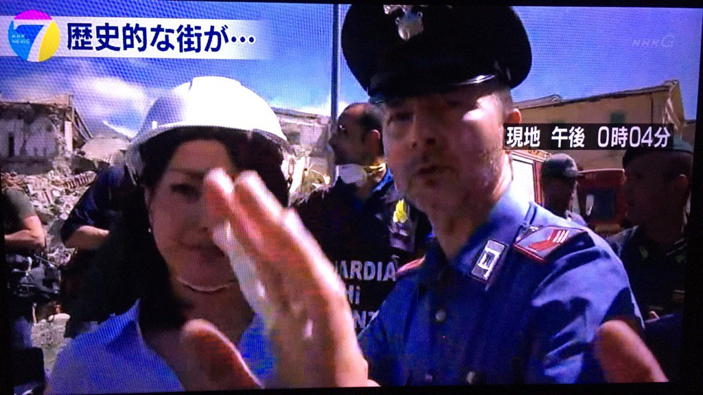 【エンタメ画像】NHKイタリア地震の中継、必死の救助活動の邪魔をし怒られる☆