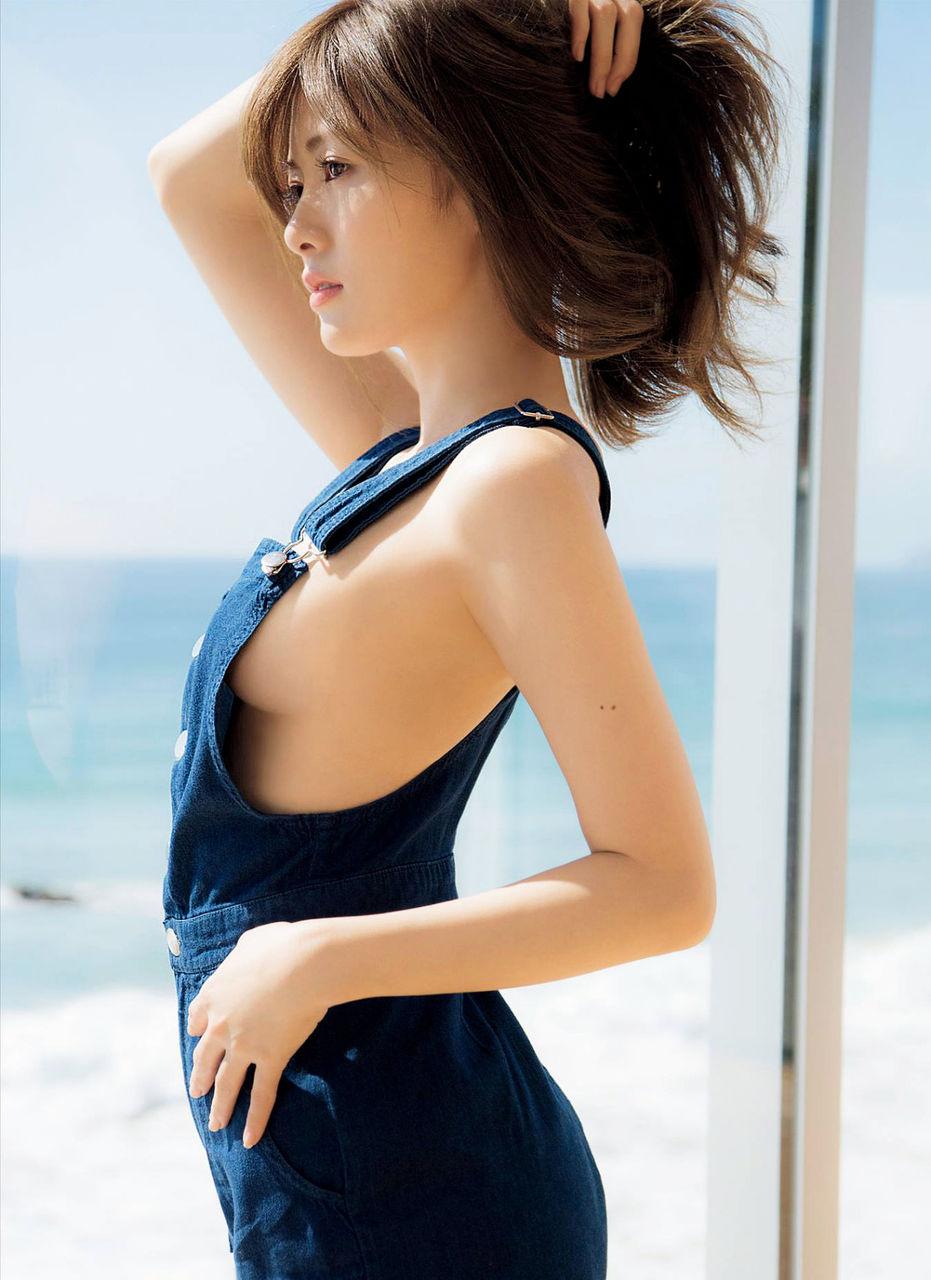 【エンタメ画像】白石麻衣の横乳スケベすぎ問題について語りませんか?????????????