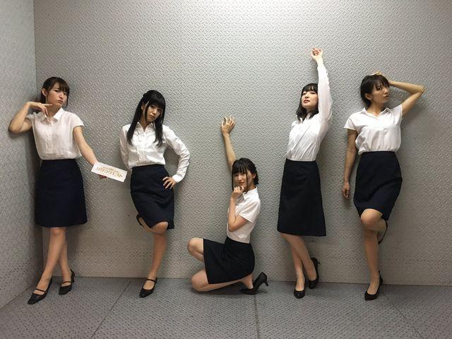 【エンタメ画像】【画像】この女子スタッフ5人の中で最高社内エッチしたい女☆☆☆☆☆☆☆☆☆☆☆☆☆☆