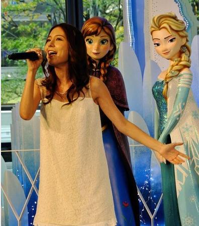 【悲報】レリゴーおばさんことMay J、呼ばれてもないアナと雪の女王のイベントに押しかけありのまま熱唱wwwww